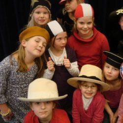 Voor elk hoofd een hoed – theater