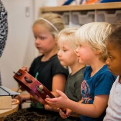 33 Kinderopvangorganisaties tekenen Muziekakkoord Drenthe